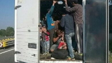 """Photo of Emigrantët të cilët janë përfshirë në trafikimin e bashkëvendësve të tyre, po mbahen në kampin """"Vino-Jug"""""""