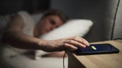 Photo of Rreziqet e të fjeturit me telefonin afër