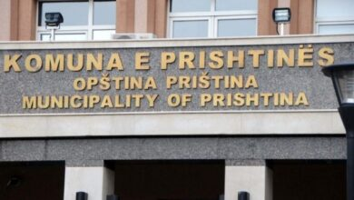 Photo of Vdes një qytetar brenda objektit të komunës së Prishtinës