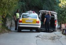 Photo of Policia kontrollon automjetet që kalojnë përreth ndërtesës ku jeton Jankulloska