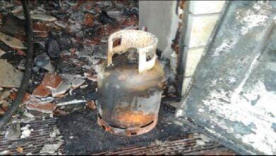 Photo of Plas bombola e gazit në Cërrik, banesa digjet plotësisht, në spital pronari dhe mbesa 18- vjeçare