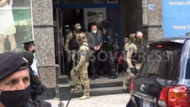 Photo of Gucati me pranga në duar largohet nga zyrat e OVL UÇK-së