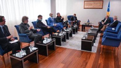 Photo of Hoti takon ambasadorët e QUINT-it dhe shefin e BE-së, nuk përmenden bastisjet në OVL UÇK