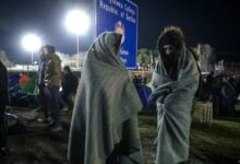 Photo of Migrantët vendosin tenda në Serbi, në pritje për të hyrë në shtetet e BE-së