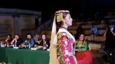 """Photo of Kush është bukuroshja shqiptare që fitoi kurorën """"Miss Arbëresha""""?"""
