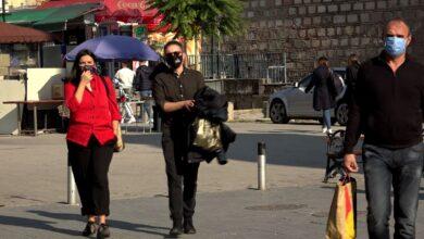 Photo of Qytetarët filluan t'i mbajnë maskat edhe në ambiente publike