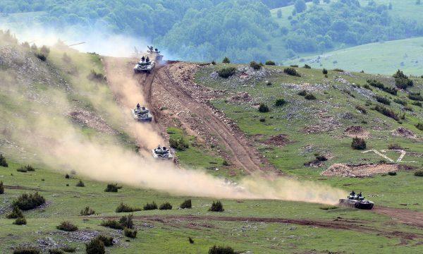 serbia-po-e-teston-tere-artilerine-ushtarake-per-ta-matur-gatishmerine-e-ushtrise