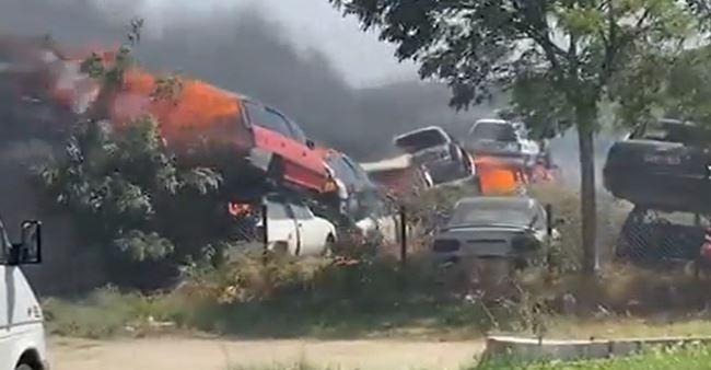 Disa vetura përfshihen nga zjarri në magjistralen Gjakovë Prizren